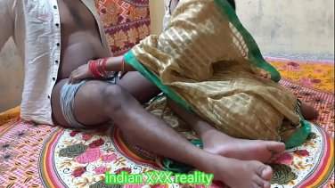 Show arabic and indian girls and talk about their stinky feet